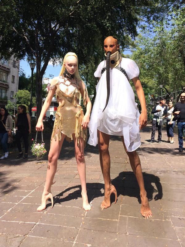Những đôi giày da cao gót 'đội lốt' chân quỷ khiến nhiều người giật nảy mình