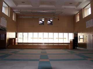 Nhật Bản: Đặt phòng khách sạn vào phút chót, hết hồn khi nhận được... cả hội trường rộng mênh mông