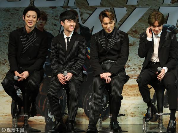 Cười đau bụng với bình luận của các ông anh EXO về nụ hôn màn ảnh đầu đời của D.O trong 'Lang Quân'