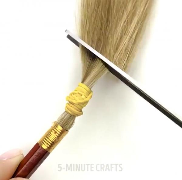 Dùng tóc làm cọ trang điểm: Phát minh thú vị hay trò dại dột nhất thời?