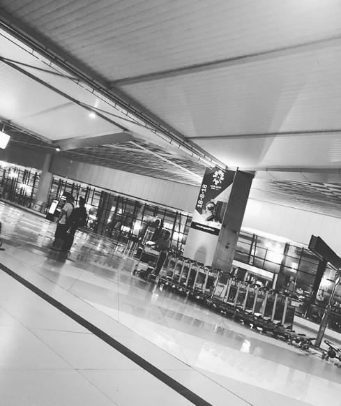 HOT: Ngay lúc này, Lee Jong Suk đang bị tịch thu hộ chiếu và giam lỏng tại sân bay Indonesia