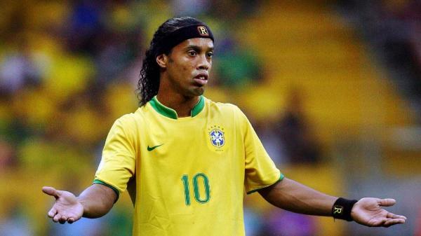 Huyền thoại bóng đá Ronaldinho vỡ nợ, tài khoản ngân hàng chỉ còn vỏn vẹn 160 nghìn VNĐ