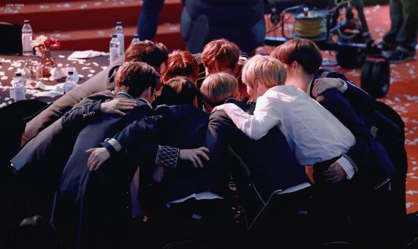 Wanna One sau khi tan rã: Người nhận trăm ngàn lời săn đón, kẻ chỉ có duy nhất một con đường để đi