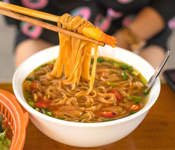 Du khách nước ngoài nức nở ngợi khen tour ẩm thực Việt Nam