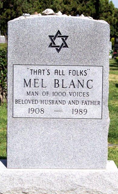 Đọc vị tính cách và cuộc đời những người nổi tiếng qua dòng chữ họ chọn khắc trên bia mộ của mình