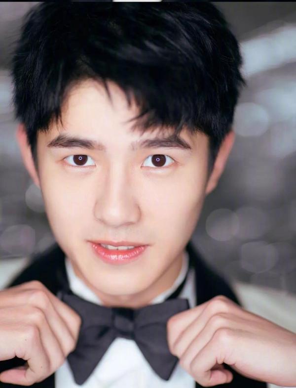 Chuyện chưa từng có ở Lễ trao giải: Lưu Hạo Nhiên đang phỏng vấn thì xin hoãn để... đi vệ sinh