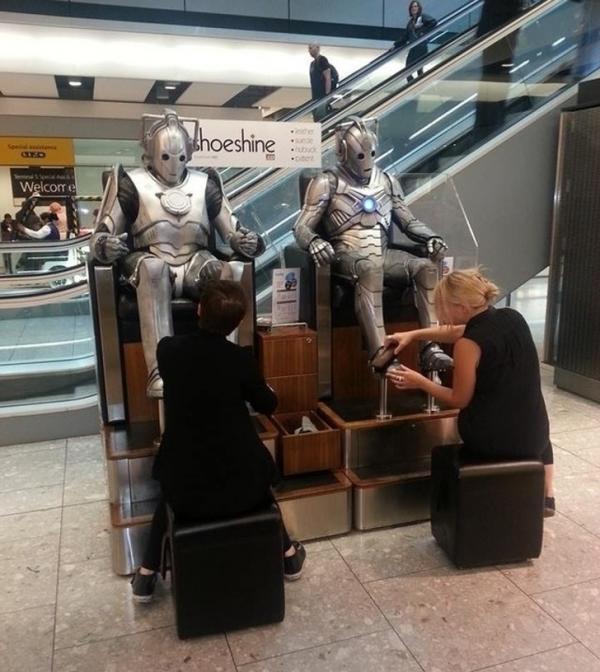 Những hình ảnh bi hài nào có thể thấy tại sân bay?