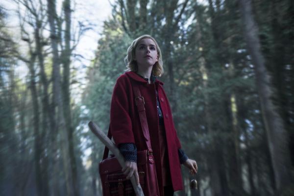 So sánh những điểm khác biệt giữa Học viện phép thuật trong 'Sabrina' và trường Hogwarts (P1)