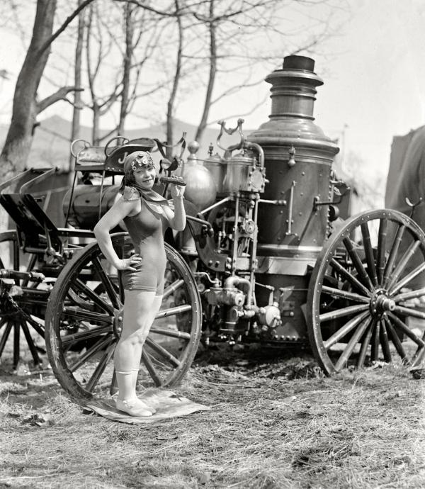 Ngắm thời trang đồ tắm điệu đà và đậm chất vintage của các 'liền anh, liền chị' quý tộc đầu thế kỷ 20