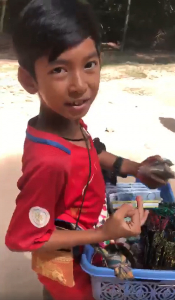 Cậu bé Campuchia biết nói hơn 10 thứ tiếng được mời đến Trung Quốc trổ tài ca hát