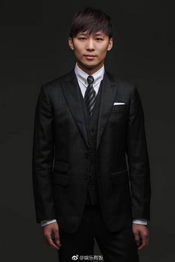 Lần đầu tiết lộ ảnh chân dung bạn trai tổng tài của Trịnh Sảng: Tây trang thẳng tắp, 'soái khí' ngời ngời