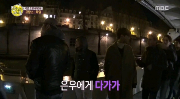 Đẳng cấp nhan sắc Cha Eun Woo: Ra nước ngoài còn được trai Tây nhìn lén, xúm lại xin chụp hình và khen 'kawaii'