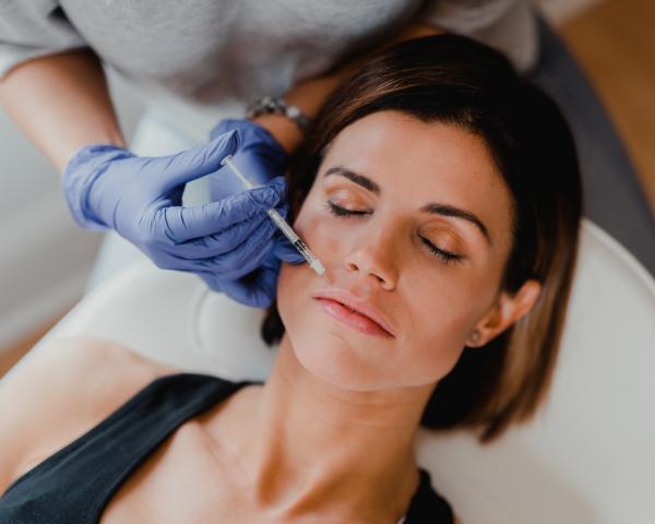 Tiêm Botox: Phương pháp dùng chất kịch độc để làm đẹp mà chị em vẫn bỏ tiền triệu để theo đuổi