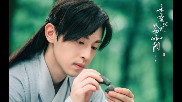Lần đầu tiết lộ dung nhan đẹp trai của anh chàng thế thân cho Đặng Luân trong 'Hương Mật Tựa Khói Sương'
