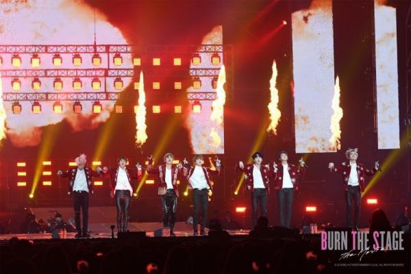 'Burn The Stage: The Movie': Đằng sau ánh hào quang chói lòa, có một BTS chân thật đến thế!
