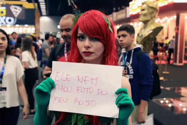 Nữ cosplayer đã phải gánh chịu những lời lẽ xúc phạm giới tính như thế nào?