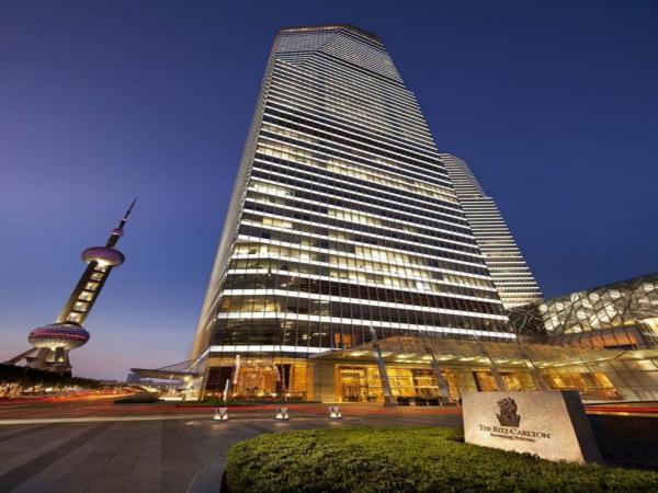 Hàng loạt khách sạn cao cấp ở Trung Quốc bị tố dùng giẻ lau toilet để vệ sinh ly tách