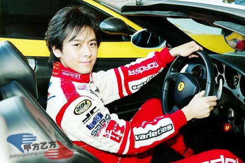 Tham gia giải đua xe F1, Lâm Chí Dĩnh bị nghi 'ăn thịt Đường Tăng' nên không già đi sau 15 năm