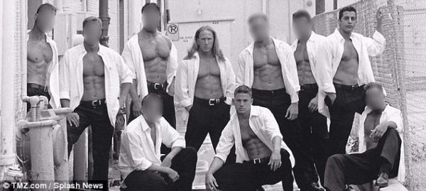 Hình ảnh thác loạn hiếm có của tài tử Hollywood Channing Tatum thời còn là vũ công thoát y