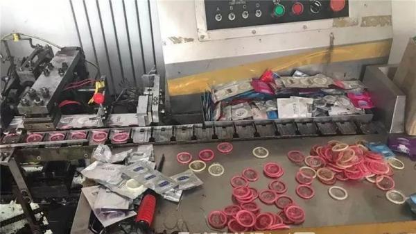 Triệt phá đường dây sản xuất bao cao su giả, cảnh sát Trung Quốc chặn đứng thảm họa bùng nổ dân số