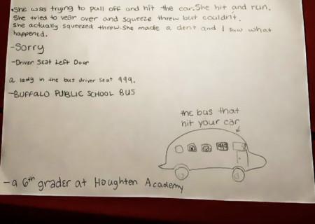 Học sinh lớp 6 minh họa lại vụ va quẹt xe bằng một... lá thư