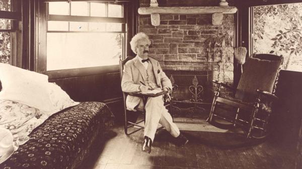 Góc tối ít người biết của đại văn hào Mark Twain: 70 tuổi vẫn bị ám ảnh và thích 'sưu tầm' các bé gái