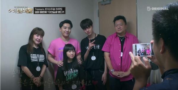 Mẹ một trainee trong YG Treasure Box òa khóc ngay khi gặp Seungri, lý do ai cũng phải bất ngờ