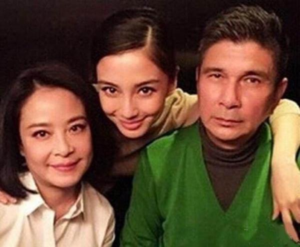 Những ông bố cực phẩm của sao Hoa ngữ: Xuyên không về thời nay chắc chắn sẽ là 'tiểu thịt tươi'
