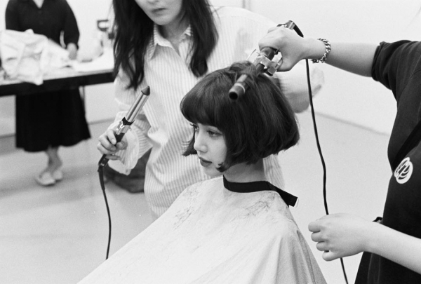 Chỉ mới cắt tóc ngắn Lisa đã có tới 2 triệu lượt search Weibo, là dọn đường solo chăng?
