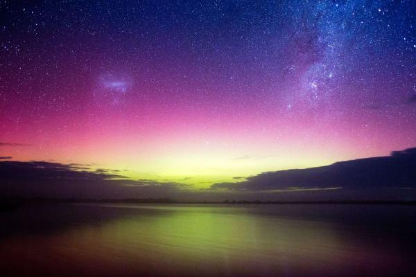 Không chỉ Bắc cực quang, Nam cực quang cũng mang vẻ đẹp siêu thực
