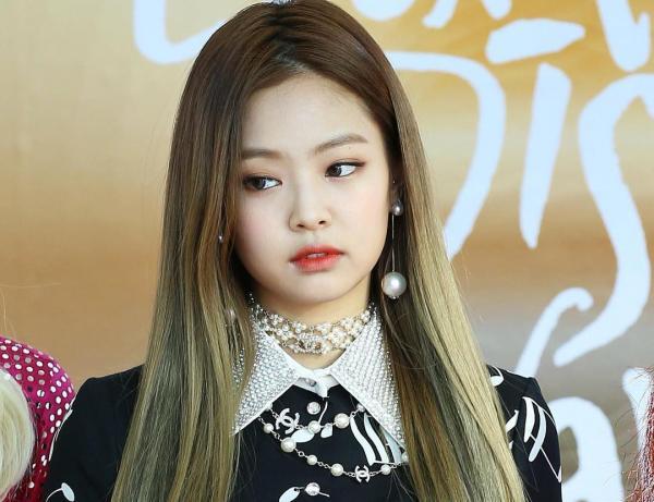 Từ 5 năm trước được ưu ái biểu diễn cùng G-Dragon, Jennie đã bị netizen mắng vì 'hát không ra hơi'