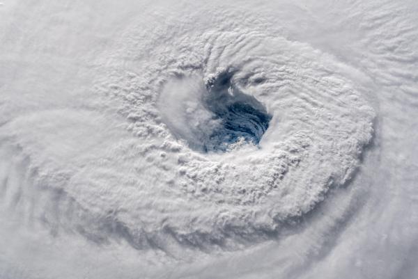 Những 'thợ săn bão' quả cảm không ngại bay vào tâm bão để nghiên cứu khoa học