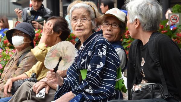 Tình trạng báo động tại Nhật Bản: Con cái bỏ rơi cha mẹ già ở nơi hoang vắng vì sợ gánh nặng