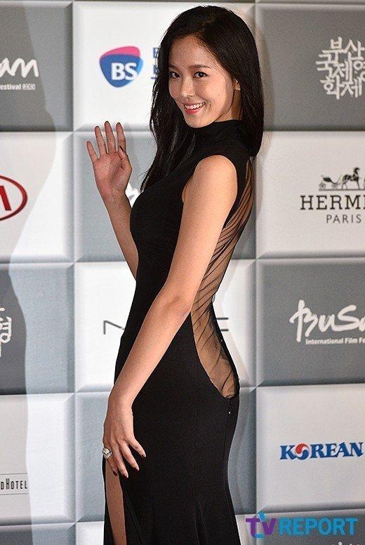 Kang Hanna nói về chiếc váy khiến người nhìn 'mù mắt' mà cô từng mặc trong một LHP