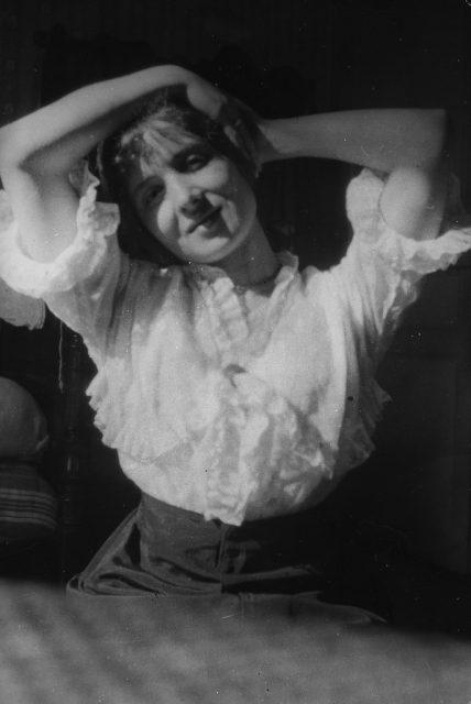 Học cách tạo dáng 'chất chơi' được người Anh lưu truyền từ thời Victoria