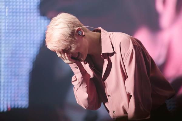 JYJ Junsu bật khóc nói về ý định giải nghệ sau 8 năm không thể xuất hiện trên TV vì bị SM 'phong sát'