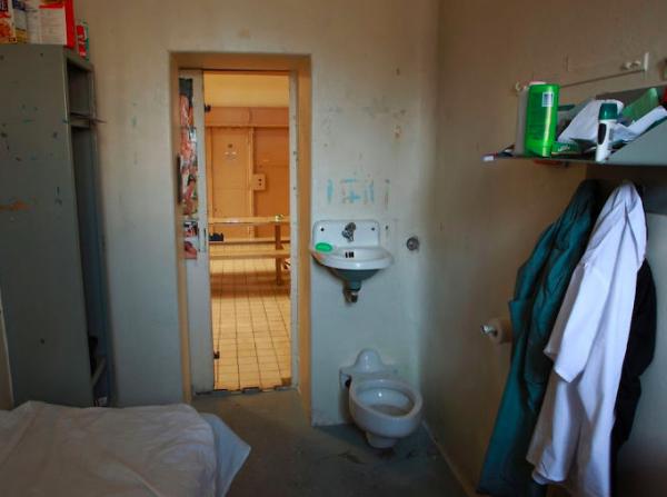 Những sắc thái đối lập của 15 nhà tù từ Đông sang Tây