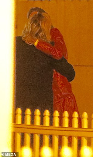 Chloe Moretz bị bắt gặp hôn nữ người mẫu Playboy cuồng nhiệt sau khi chia tay Brooklyn Beckham