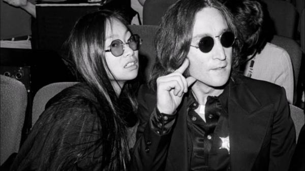 Cách Yoko Ono mê hoặc John Lennon: Theo đuổi mọi nơi, còn tặng người tình một cô bồ 22 tuổi