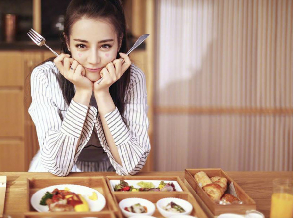 Cười ra nước mắt với tuyệt chiêu giấu danh tính khi ship đồ ăn của Dương Mịch và loạt sao Hoa ngữ