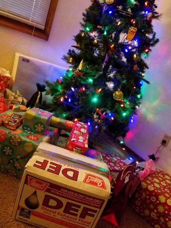 Dân mạng thi nhau liệt kê những món quà Giáng Sinh 'nhớ đời' của chính mình