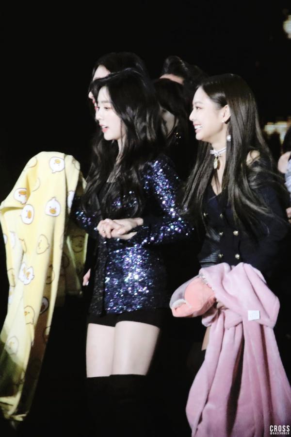 Jihoon và V dẫn đầu danh sách 5 cặp đôi 'nam - nam' được yêu thích nhất K-Pop 2018