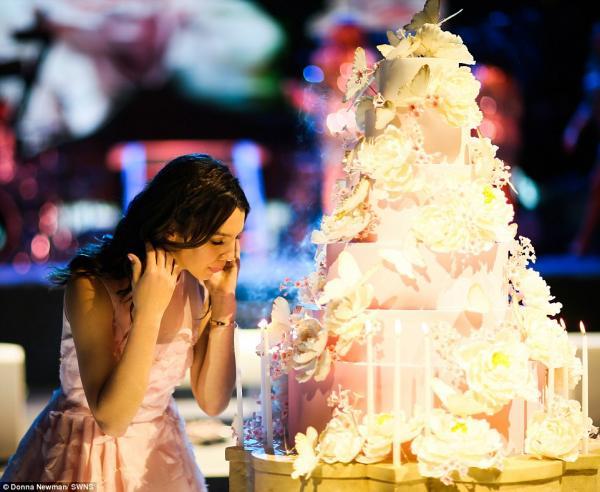 'Rich kid' Mỹ tổ chức sinh nhật tuổi 15, tiêu hết 140 tỉ VNĐ của bố mẹ trong một đêm