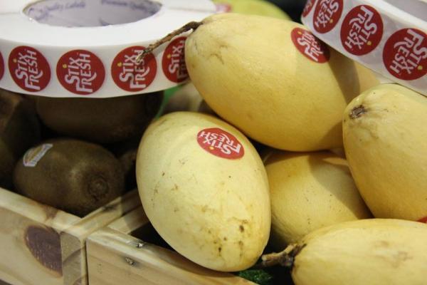 Chỉ với 1 nhãn dán nhỏ xíu, trái cây sẽ tươi ngon đến tận 2 tuần