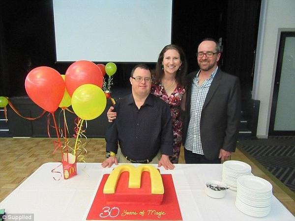 Nhân viên McDonald's mắc hội chứng Down chính thức nghỉ hưu sau 32 năm cống hiến