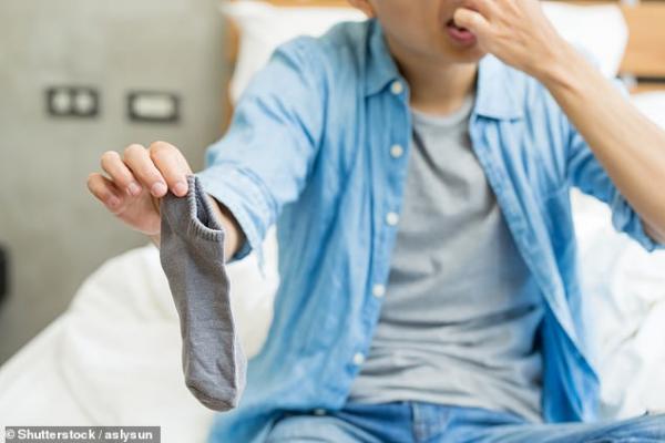 Ngửi... tất bẩn mỗi ngày có thể khiến bạn bị nhiễm trùng phổi nghiêm trọng