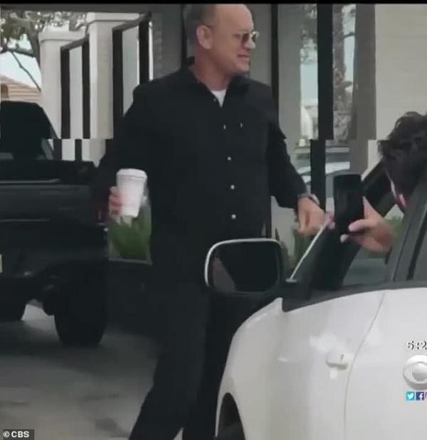 Ghé vào quán ăn mua điểm tâm, vợ chồng Tom Hanks hào phóng trả tiền bữa trưa cho mọi người