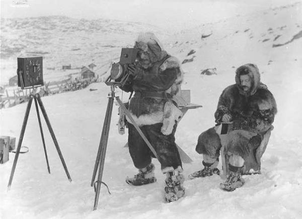Bạn có biết paparazzi và camera ẩn đã xuất hiện từ những năm 1890 trên đường phố Oslo, Na Uy?