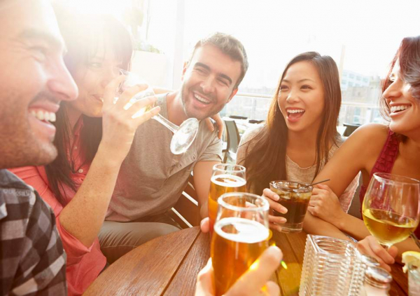 Sự thật bất ngờ: Thức uống có cồn giúp bạn nói tiếng nước ngoài trôi chảy hơn