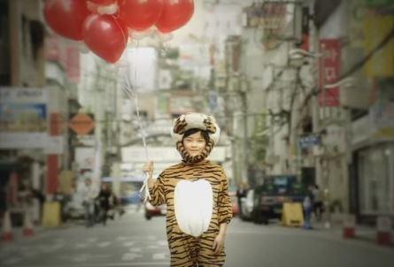 Fan DBSK ngỡ ngàng trước vẻ ngoài 'trổ mã' của 5 cậu bé từng tham gia MV 'Balloons'